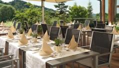 Gartenstühle Riviera mit gedecktem Tisch