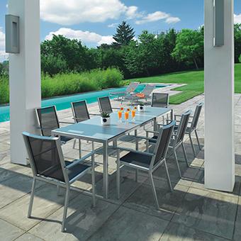 Gartenmöbel der Serie Riviera elegance auf Steinterrasse