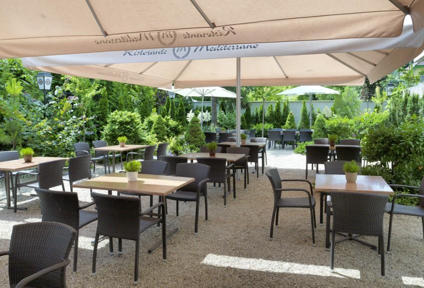 Teakholz Gartenmobel Bank : Referenzen Gastromöbel und Wellnessmöbel  Karasek Gartenmöbel