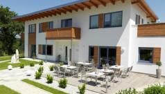 Terrasse mit Gastrobestuhlung im Seminarhotel Fichtenwald