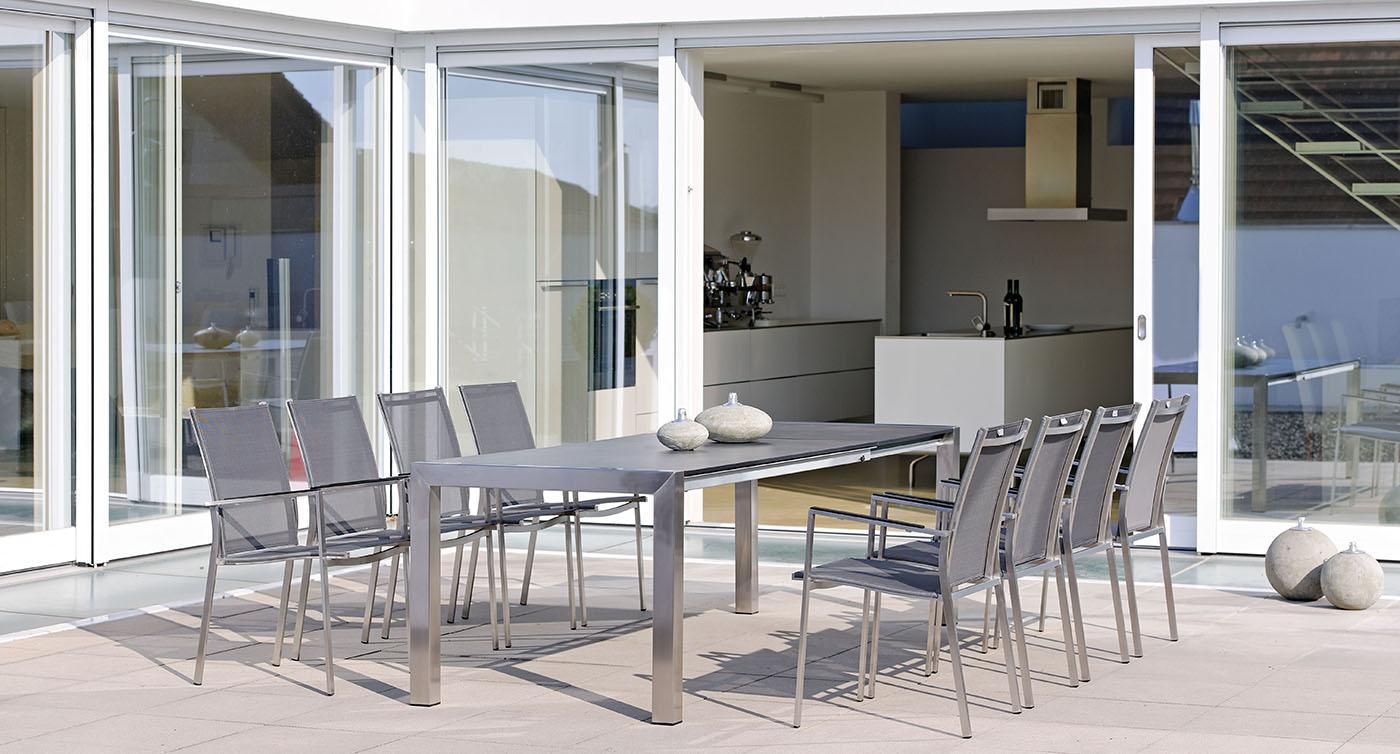 Gartenstühle Lavagna aus Edelstahl auf Steinterrasse