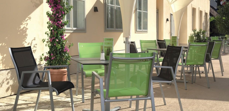 Gastrostühle Costa in grün und grau