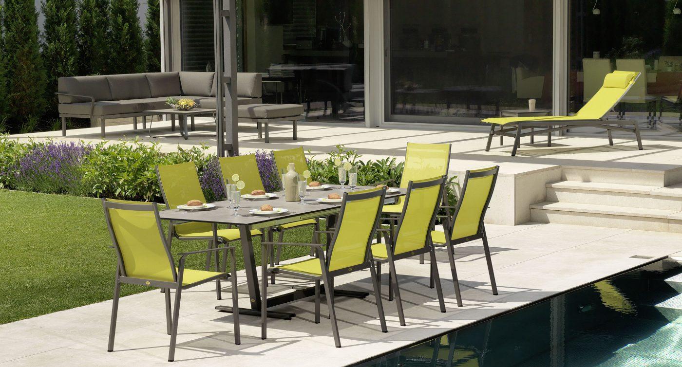Grüne Gartengarnitur und Loungegruppe