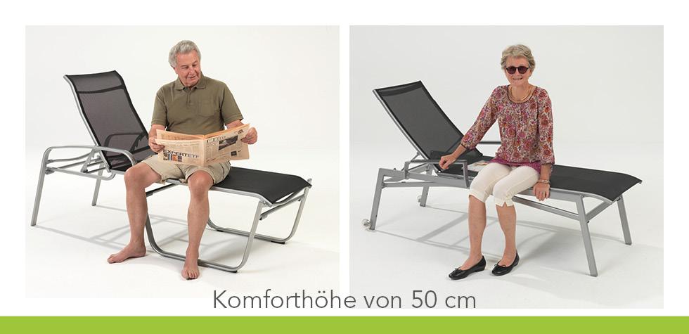 Älteres Paar auf einer Wellnessliege mit erhöhter Sitzfläche
