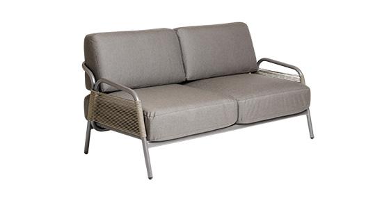 2er Sofa Havanna in grau mit Armlehnen und Rope-Wickelung ohne Hintergrund